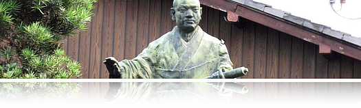 By Chris Gladis from Kyoto, Japan (Nichiren outside Honnoji) [CC-BY-2.0 (www.creativecommons.org/licenses/by/2.0)], via Wikimedia Commons